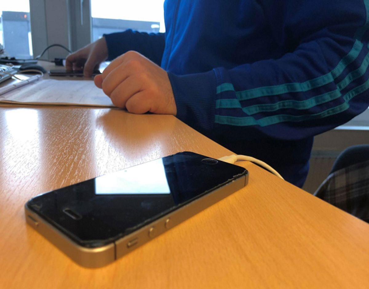 Sørg for at oplade, når du kan holde øje med opladeren. Foto: Jørgen Rosengren/Newsbreak.,dk.
