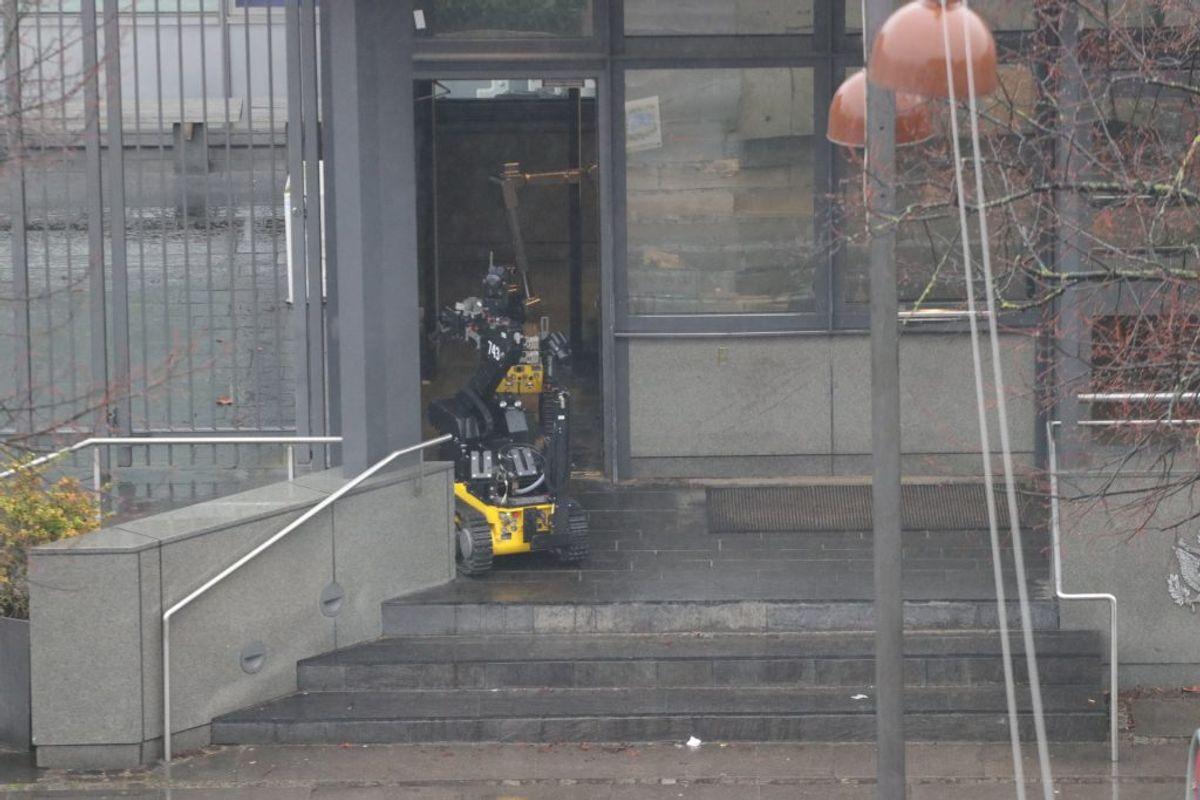 Lige nu er et større område omkring den amerikanske ambassade på Østerbro afspærret. Foto: Daniel D./Presse-fotos.dk
