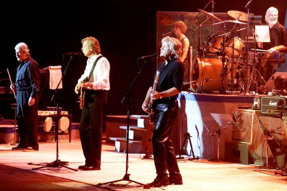 Det legendariske britiske rockband spiller her i Las Vegas tilbage i 2001. Yderst til venstre ses Ray Thomas, der nu er død af prostatakræft. Arkivfoto: Ethan Miller/Scanpix