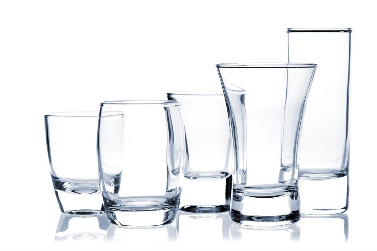 Og vupti – så er glassene (krystal)klare. Foto: Colourbox.