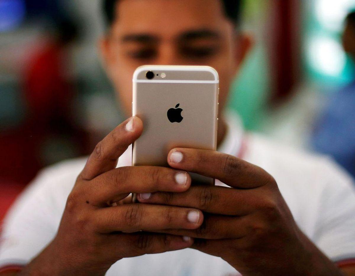 """Har du en Ipohne kan du under seneste opkald trykke på """"i"""" ved siden af et telefonnummer eller en kontaktperson og i bunden af din skærm finde en blokeringsknap. Foto: Adnan Abidi/Scanpix."""