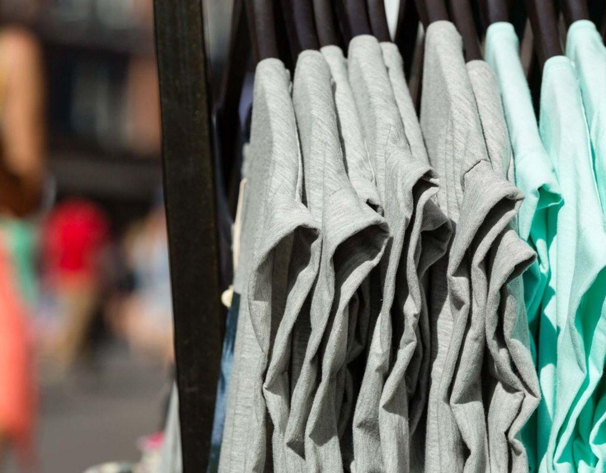 Almindeligt tøj kan ofte nøjes med 30 eller 40 grader. – Giv vaskemaskinen en kogevask en gang imellem, så den ikke bliver en bakteriebolig. Arkivfoto.
