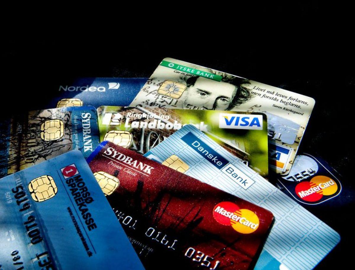Betal med betalingskort og oplys udelukkende kortoplysninger, når du køber på nettet. Brug aldrig bankoverførsel.