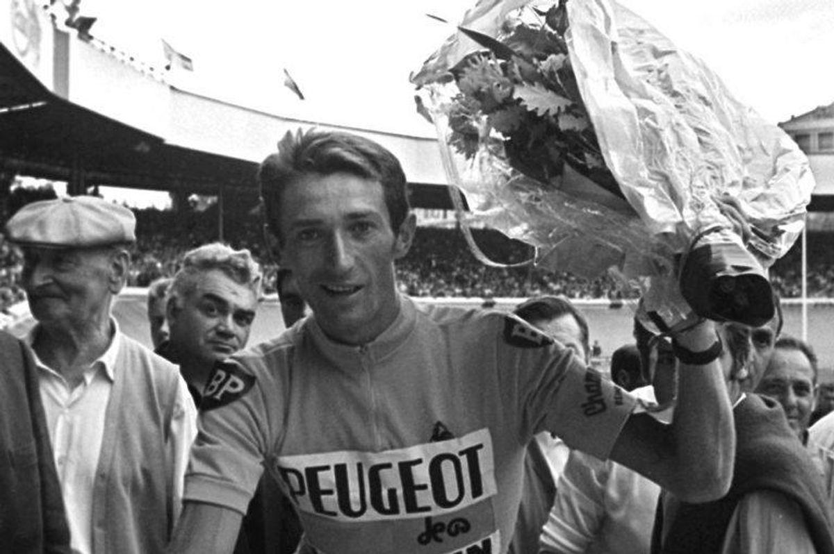 Billedet her af Roger Pingeon er taget den 23. juli 1967 umiddelbart efter han havde vundet Tour de France. Den 19. marts døde Roger Pingeon. Foto: Scanpix.