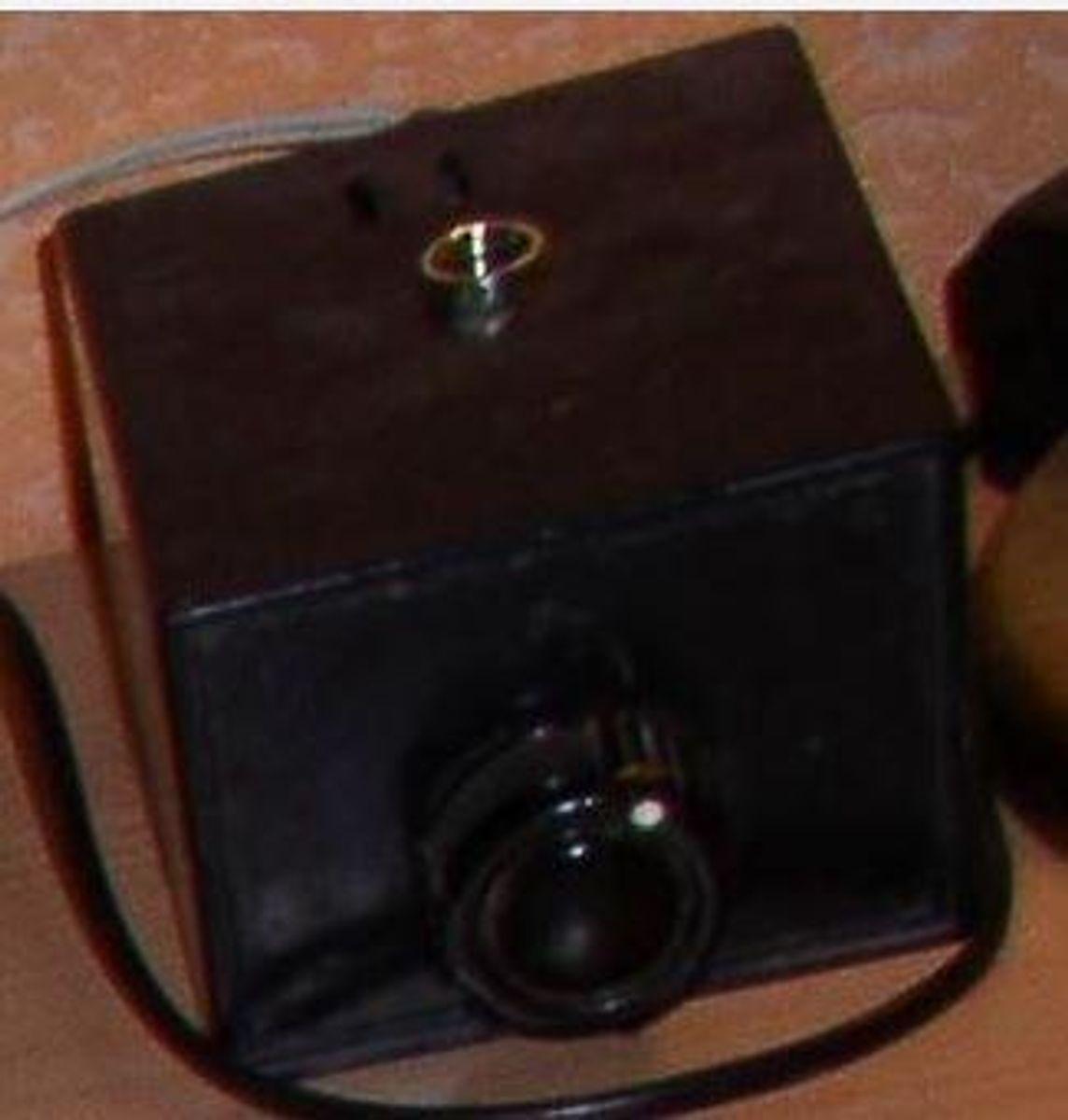 Hvad er dette? Det stod på et natbord. Foto: Europol.