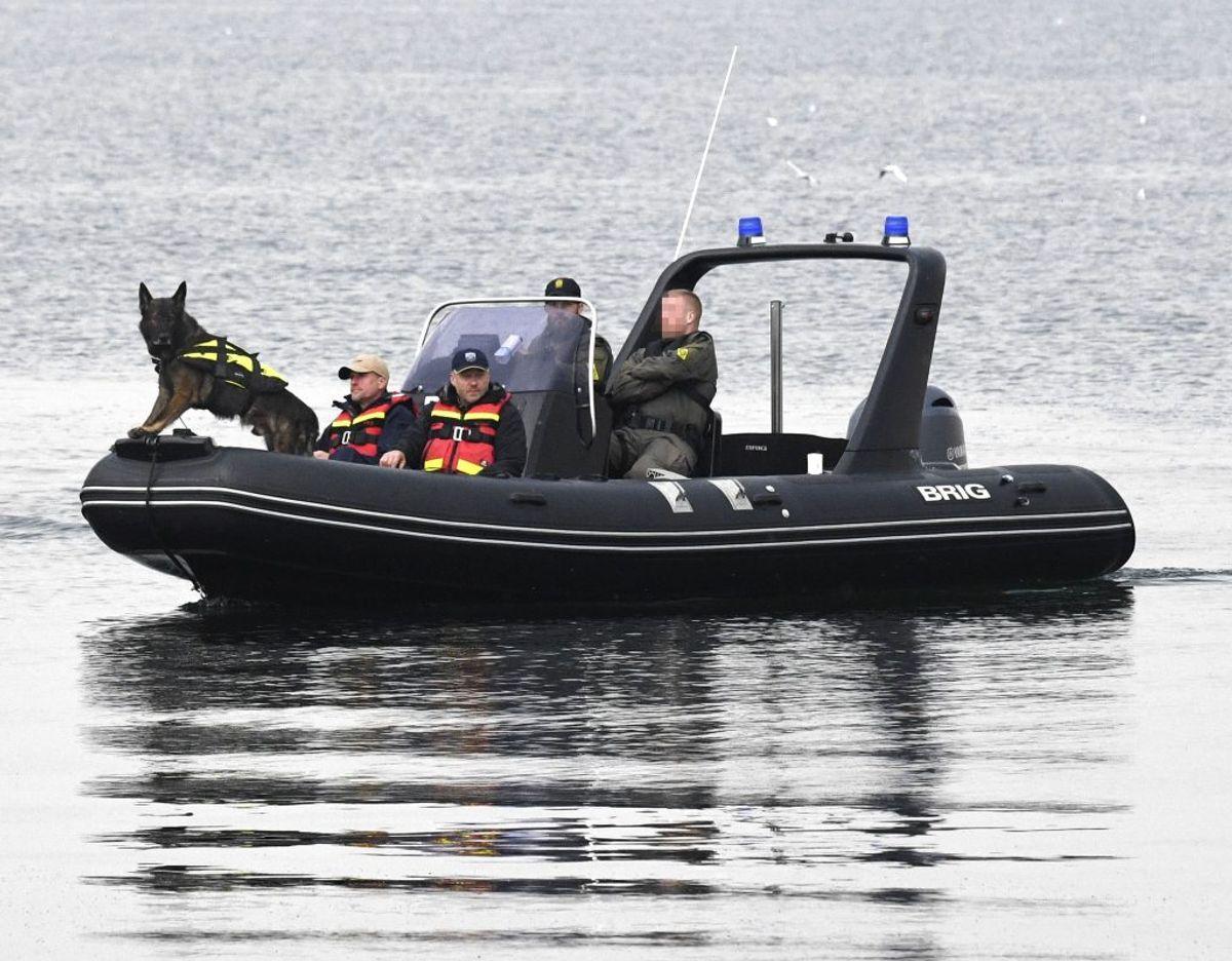 Svenske hunde har markeret flere steder. Nu skal dykkere i vandet for at lede efter resterne af Kim Wall. KLIK for flere billeder fra den bizarre sag. Foto: Johan Nilsson/Scanpix.
