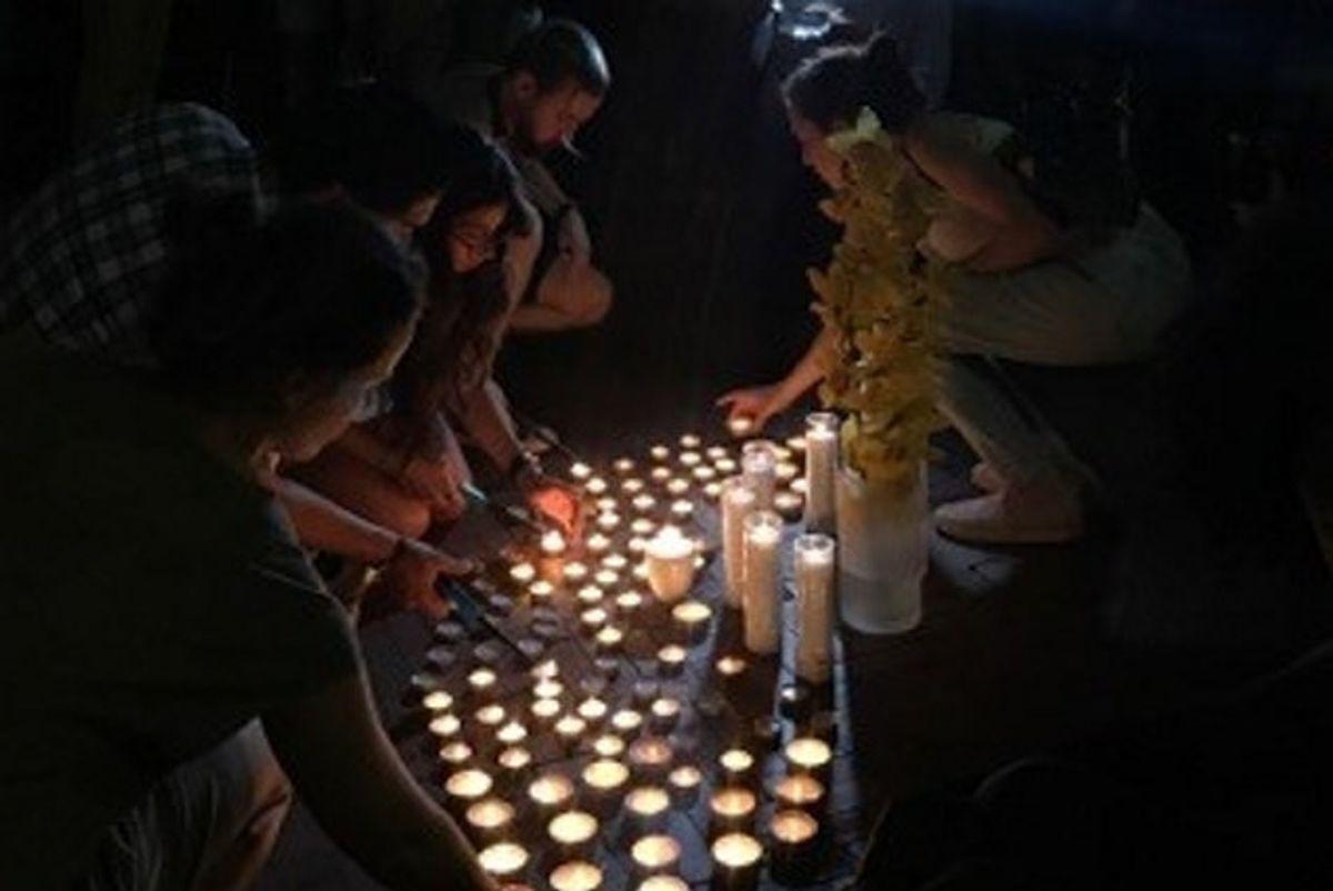 En aften samledes Kim Walls venner og tidligere studiekammerater foran Columbia Universitet, hvor den dræbte svensker havde læst journalistik, for at mindes. Foto: Privatfoto/Free