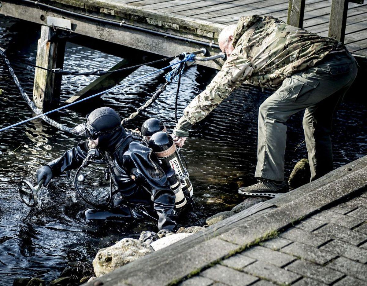 Hvordan endte Kim Walls strømebukser og trusser i ubåden? Peter Madsen har forklaret, at de på en eller anden måde røg af liget, da det blev trukket op fra ubåden for at blive smidt i vandet. Foto: Mads Claus Rasmussen/Scanpix