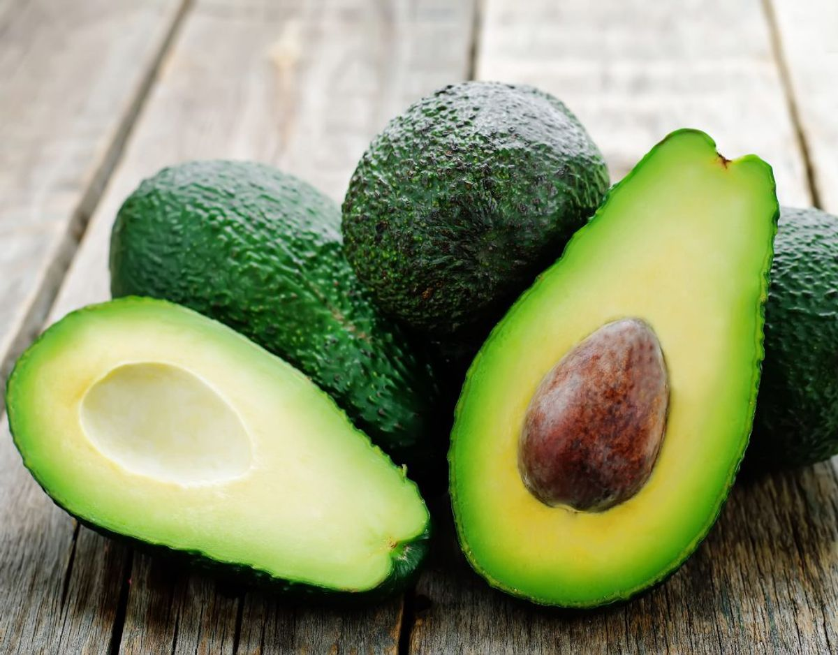 Avocado skal opbevares ved stuetemperatur, ellers risikerer den at komme til at smage sært. Foto: Scanpix.