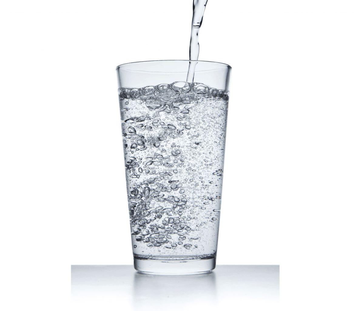 Drik danskvand med brus.