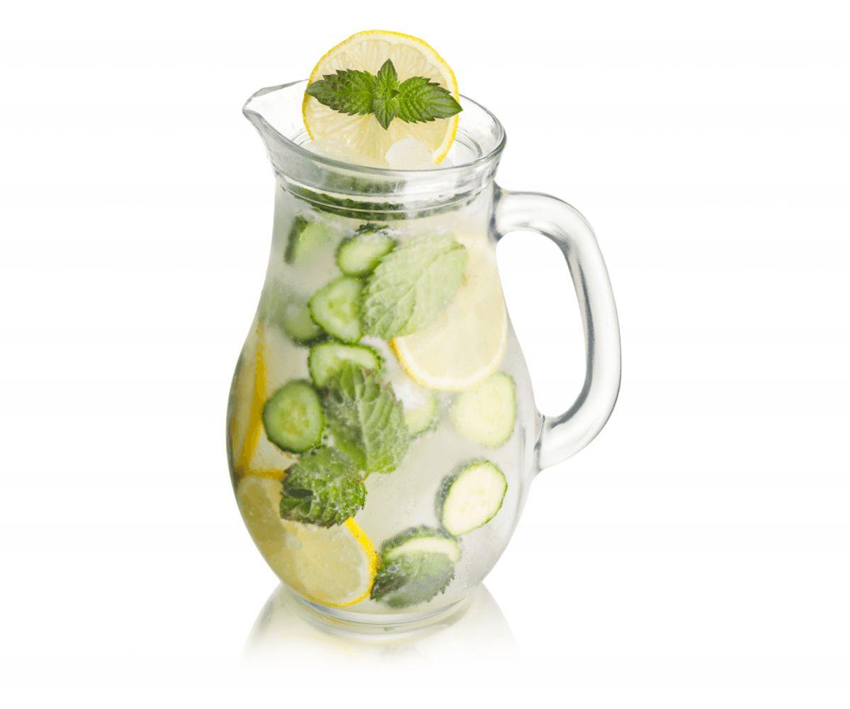 Pep postevandet op med bær, appelsin- eller agurkeskiver, et skvæt juice, mynte eller citrusfrugter som lime og citroner.