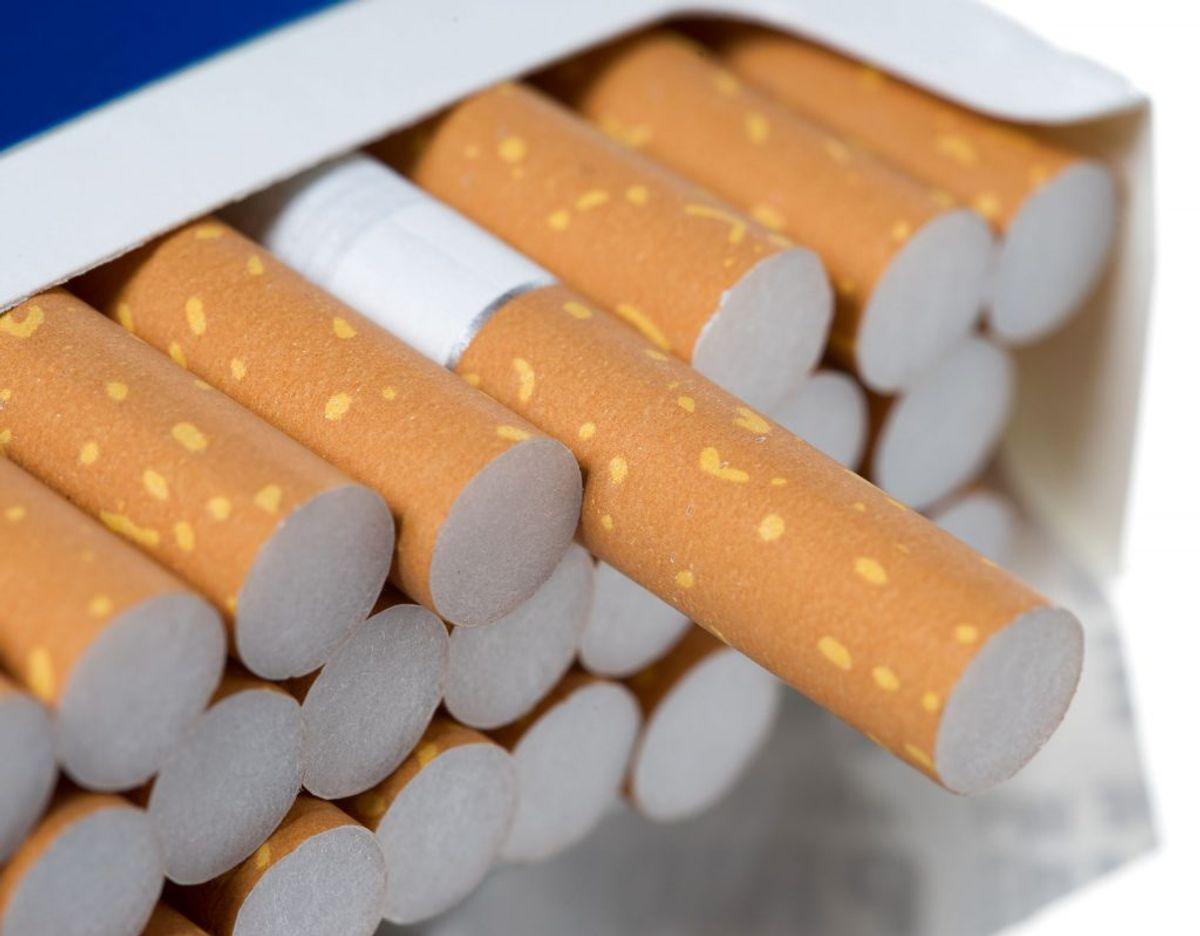 Kommer du fra et land udenfor EU, er reglerne anderledes. Der må du have en af følgende mængder med: 200 stk cigaretter, 100 stk Cigarillos, 50 stk cigarer eller 250 gram tobak. Foto: Scanpix.