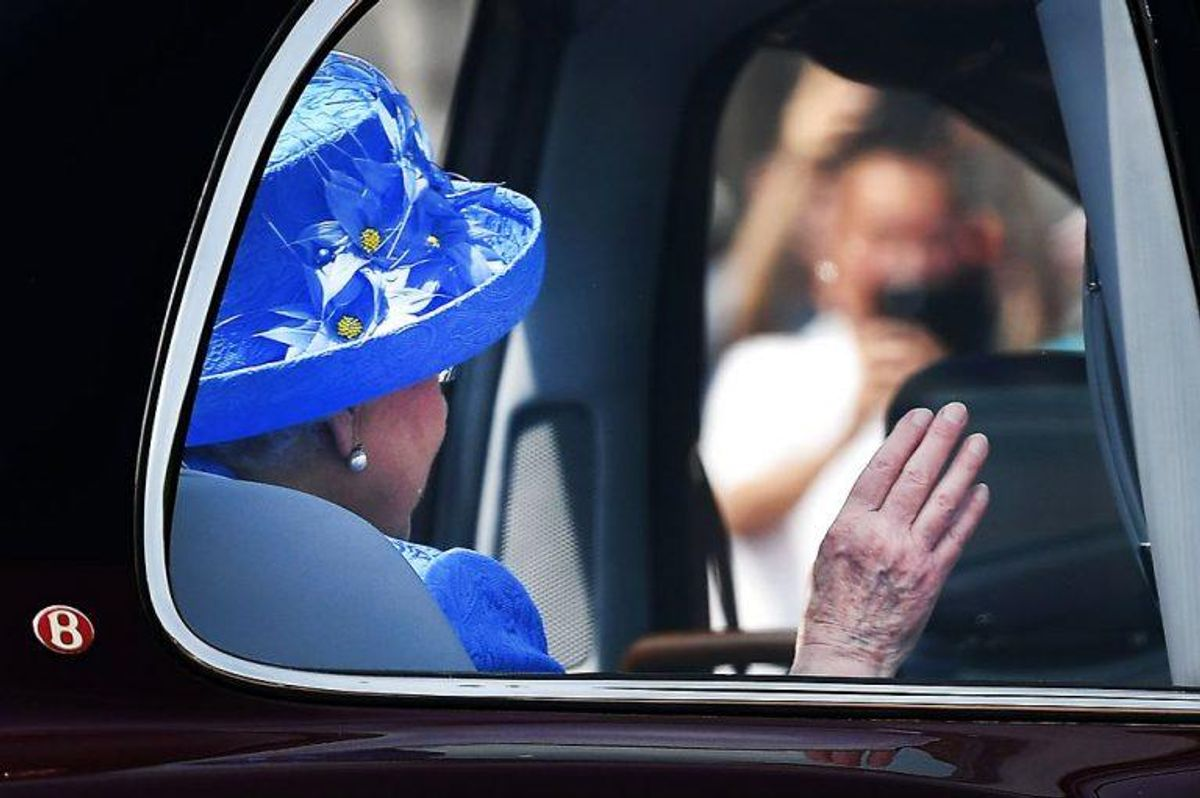 En borger har meldt den engelske dronning til politiet for at køre uden sele. Foto: ANDY RAIN/Scanpix.