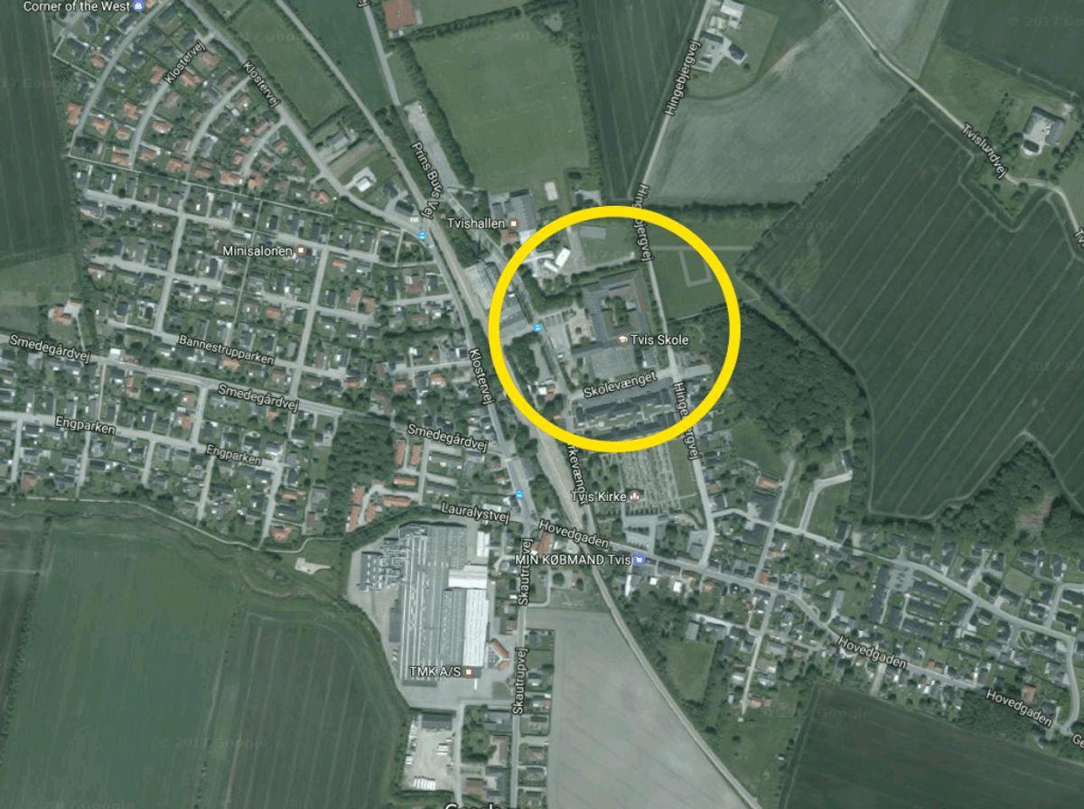 Ulykken skete ved Tvis Skole. Foto: Google Maps
