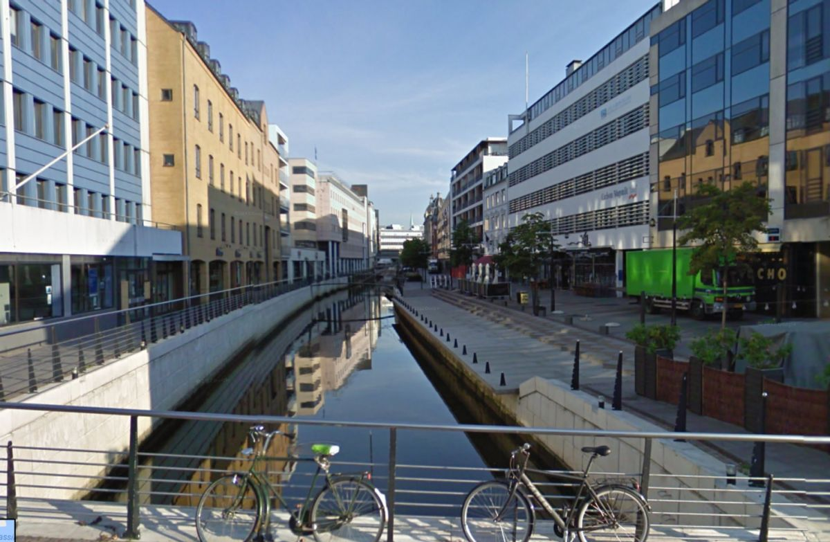 Kvinden strøg i vandet. Manden blev sigtet for vold. Det skete ved Åboulevarden i Aarhus. Foto: Google Street View.