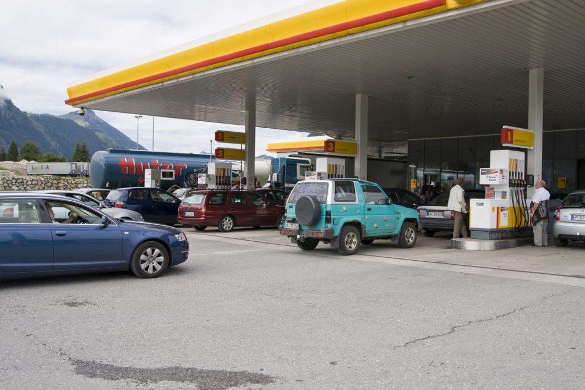 Har du nogensinde efterladt bilen ude af syne i tomgang eller med nøglen i tændingen i kort tid i på en tankstation?: Til det svarer 3 procent JA. (Foto: Colourbox).