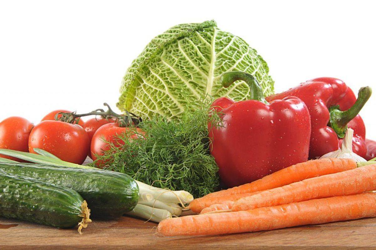 Grønt: Snackgrønt er godt til dagen. Skær gulerødder, agurk, peberfrugter, broccoli eller blomkål ud. Små tomater, radiser, sukkerærter og kogt majskolbe er også godt. Alternativt kan man lave en dip til grøntsagsstavene for at gøre det mere interessant. Avocado kan også bruges til smørelse af brødet i stedet for smør. Foto: Colourbox.com (Modelfoto)