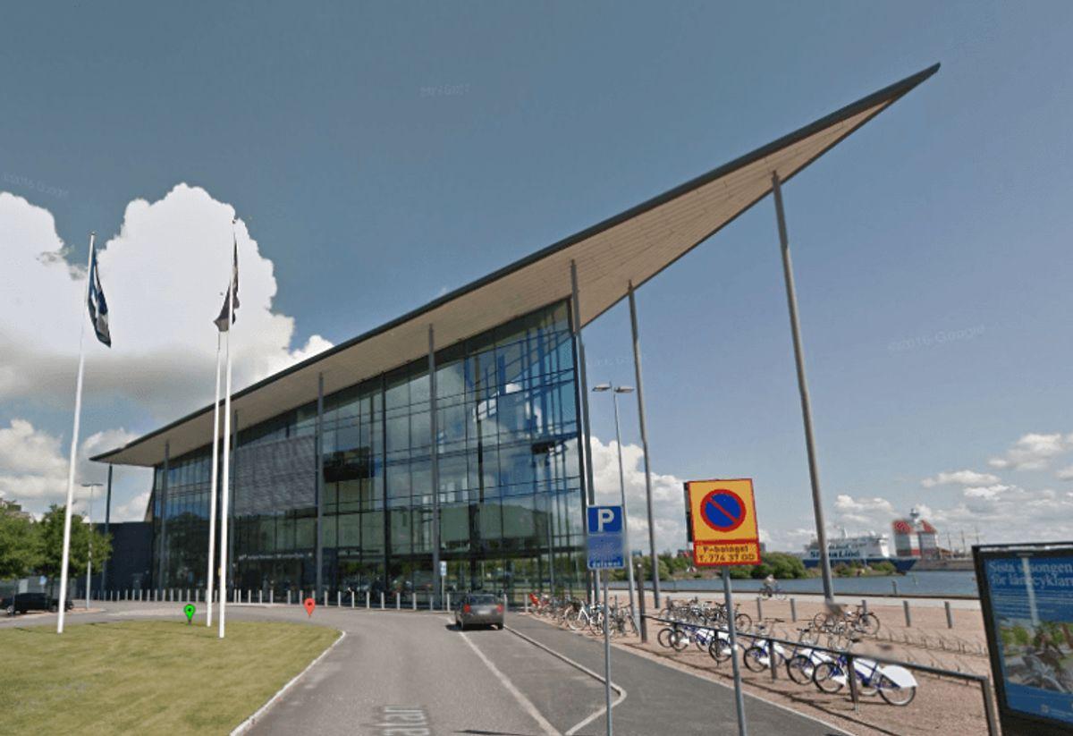 Det er denne bygning, der huser SVT i Göteborg, der er evakueret. Foto: Google Maps.