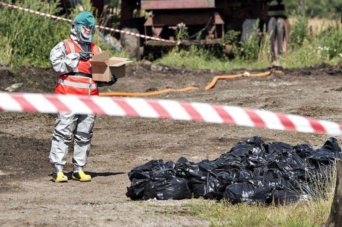 Fugleinfluenza er fundet i blandt andet Tyskland. Den smitsomme sygdom er flere gange tidligere opdaget i Danmark; her fra en aflivning af en besætning i Nordjylland. (Foto: Henning Bagger/Scanpix 2016)