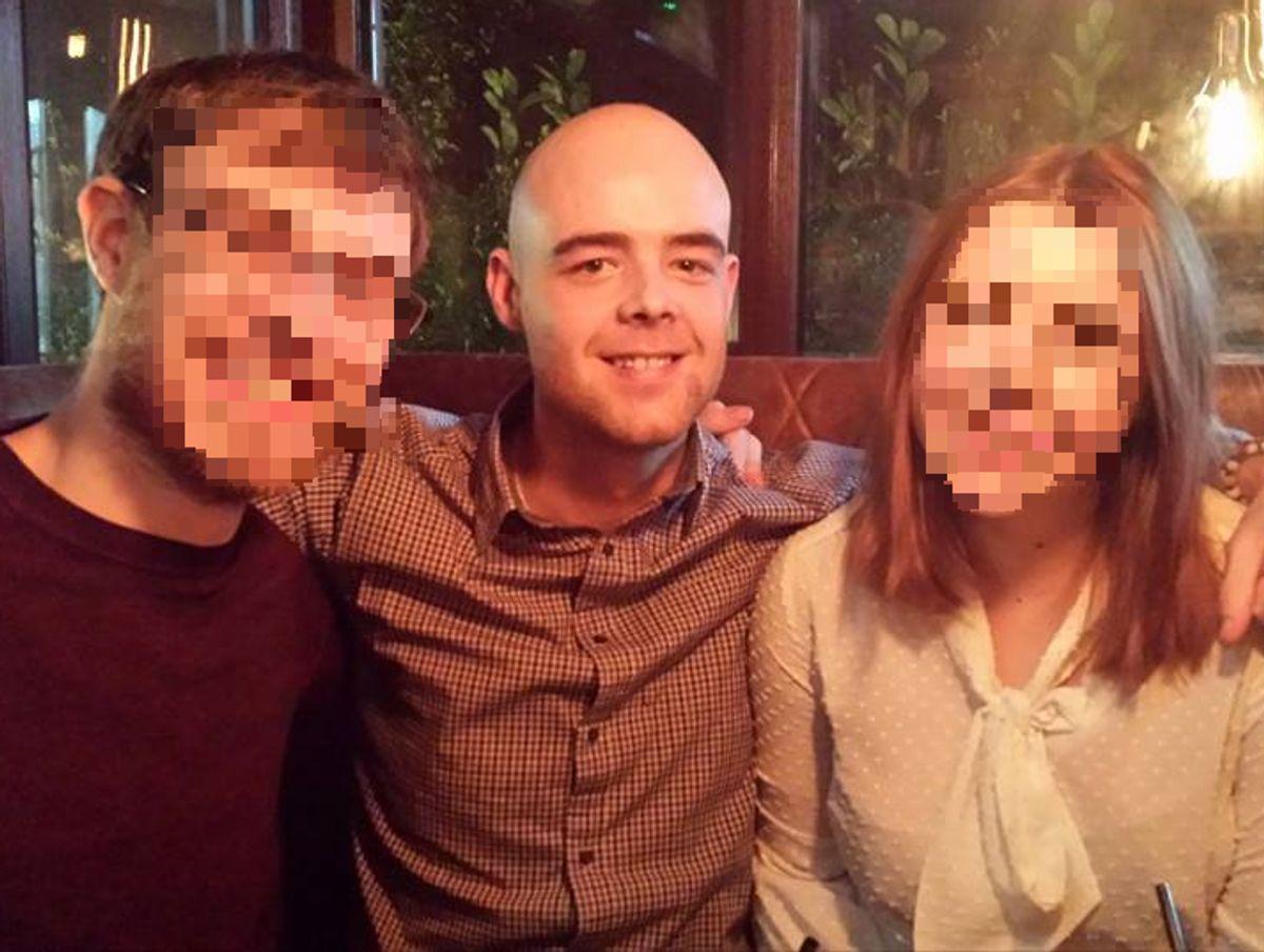 Tom (i midten) sammen med sin bror (til venstre) inden Tom tog til Australien. Klik videre for at se billeder af det andet offer i knivstikkeriet. Foto: Facebook