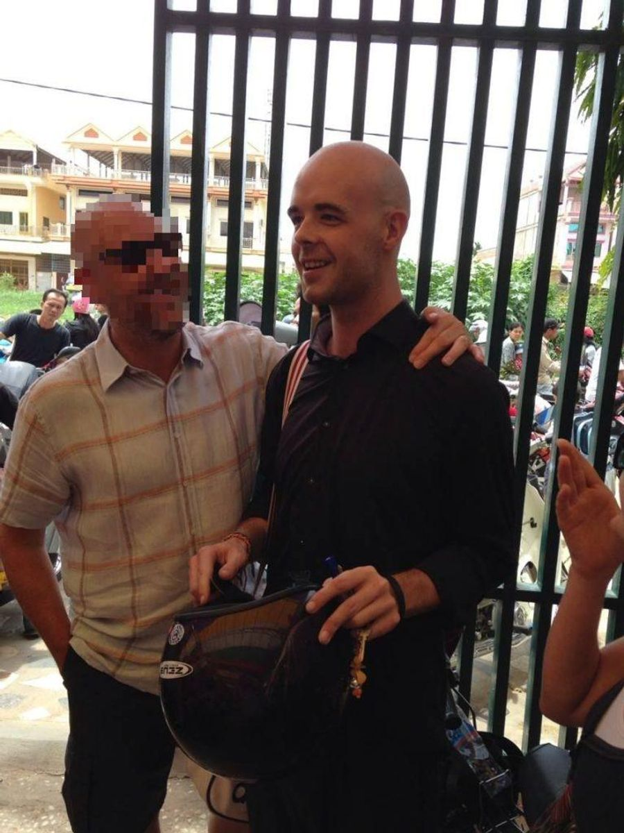 """Toms far siger at han er """"meget stolt"""" af sin søn. Her ses de to sammen. Foto: Facebook."""