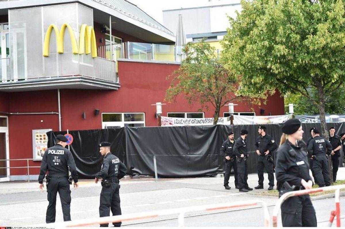 Den 18-årige massemorder brugte angiveligt Facebook til at lokke ofre til en McDonald's Restaurant. Foto: Scanpix/Roman BABIRAD/SIPA/1607231623