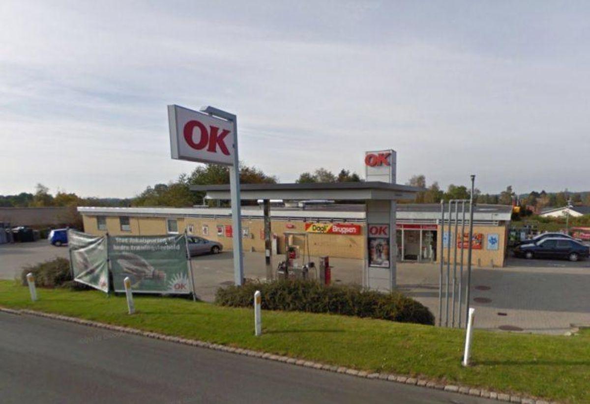 Politiet efterlyser en mand, der i weekenden betalte for varer i denne butik med falske penge. Foto: Google Maps.