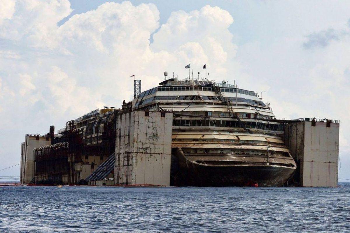 Sådan så Costa Concordia ud efter at have ligget i vandet i flere år. Foto: Hand outs.