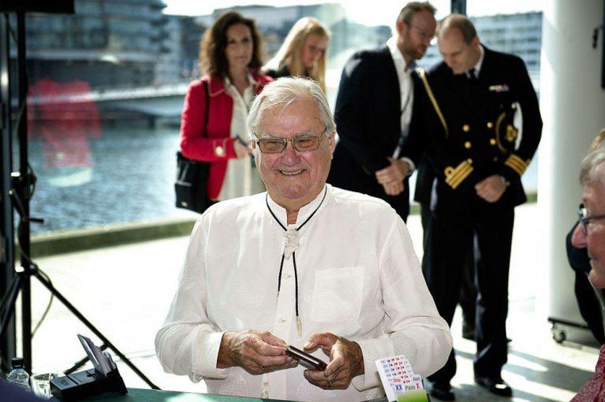 Foto: NilsVed turneringen fortalte prins Henrik sin makker, Ole Raulund fra Danmarks Bridgeforbunds hovedbestyrelse: -Det handler om at spille aggressivt. Jeg er altid aggressiv. Meilvang/Scanpix.