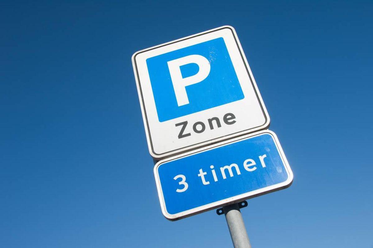 Der findes 2.850 antal offentlige parkeringspladser i Kolding midtby. Efter 1. maj vil det være gratis at parkere på 2.270 af pladserne. Foto: Colourbox.com (Modelfoto)