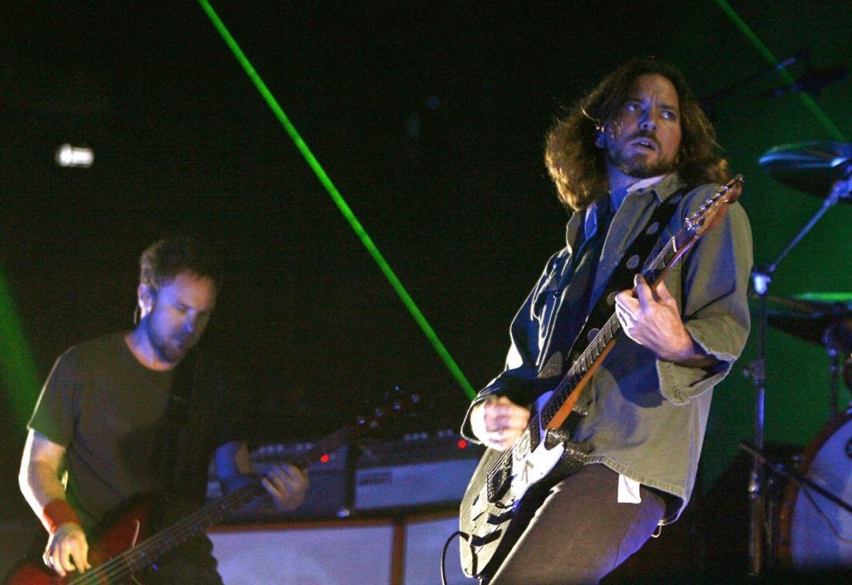 Du følte dig som en hardcore rockfan, når du hørte Eddie Vedder synge i bandet 'Pearl Jam' eller hørte Kurt Cobain i Nirvana. Foto: REUTERS/Mike Cassese/Scanpix