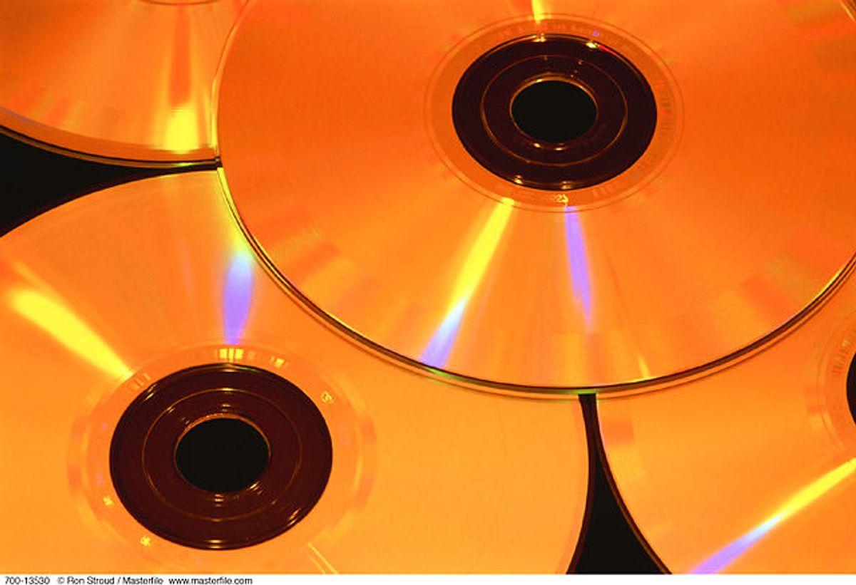 Inden du skulle høre en CD, så pustede du trofast på den og tørrede den i din trøje for at fjerne støv. Foto: Scanpix