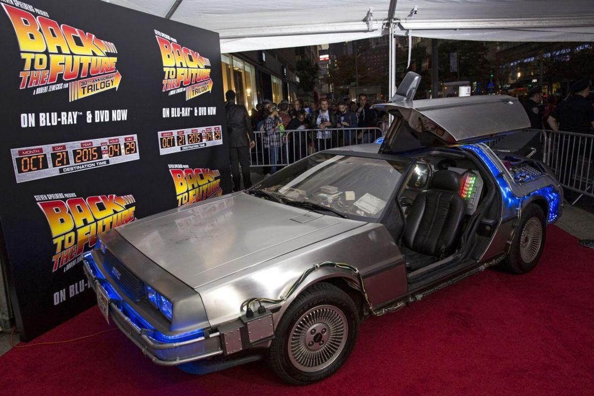 DeLorean Motor Company DMC-12 vises her frem i forbindelse med en fremvisning af filmen 'Tilbage til fremtiden', hvor bilen spillede en nøglerolle. Foto: REUTERS/Andrew Kelly