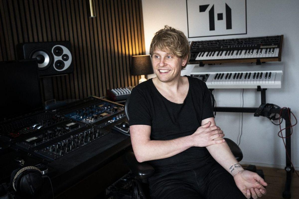 """Den 33-årige musiker Esben Svane har brugt tid på at spille størstedelen af instrumenterne, der indgår på hans ep, """"Du Valgte Mig"""". Den udkommer 7. maj. – Foto: Ida Marie Odgaard/Ritzau Scanpix"""