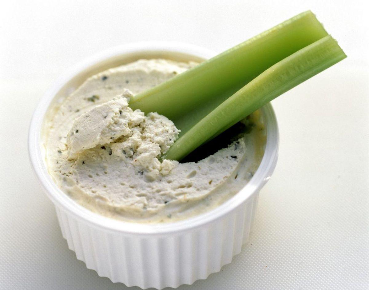Selleristave er et godt alternativ til agurkestave – og det giver en helt anden smag. Foto: Scanpix