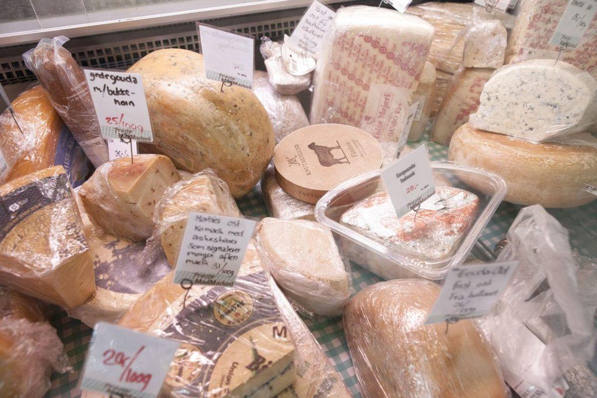 Et stykke ost kan være helt okay, fordi det har gode fedtsyrer, men det handler virkelig om at gøre det med måde!. (Foto: David Leth Williams/Ritzau Scanpix)