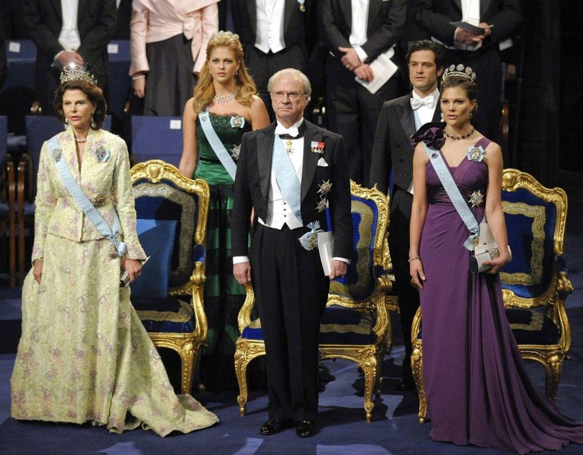 Det svenske kongepar med deres tre børn, kronprinsesse Victoria (th), prins Carl Philip og prinsesse Madeleine. Foto: Scanpix/REUTERS/Pool/Anders Wiklund