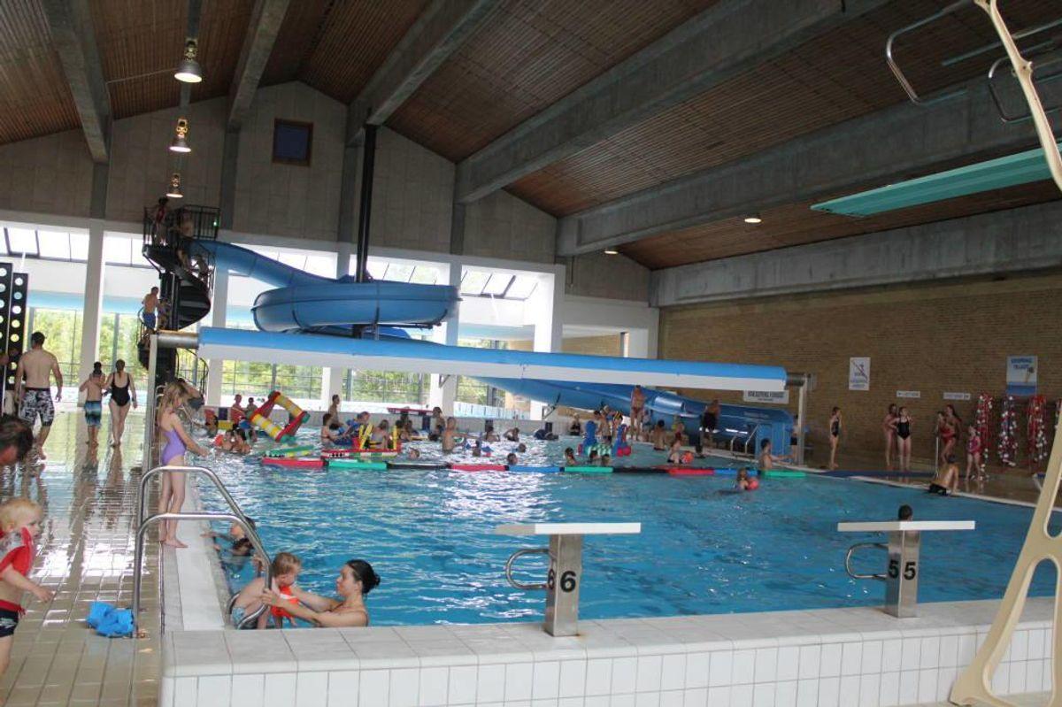 I Odder svømmehal syd for Aarhus nyder de badende gæster en renoveret svømmehal med rent vand. Pressefoto