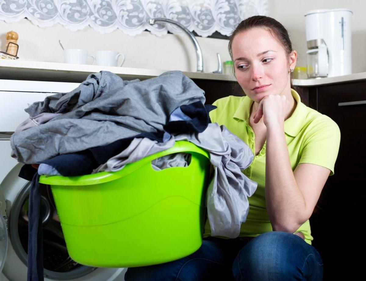 Danske unge mener, det er kvinderne, der skal tage sig af vasketøjet. Foto: iris/Scanpix (Modelfoto)
