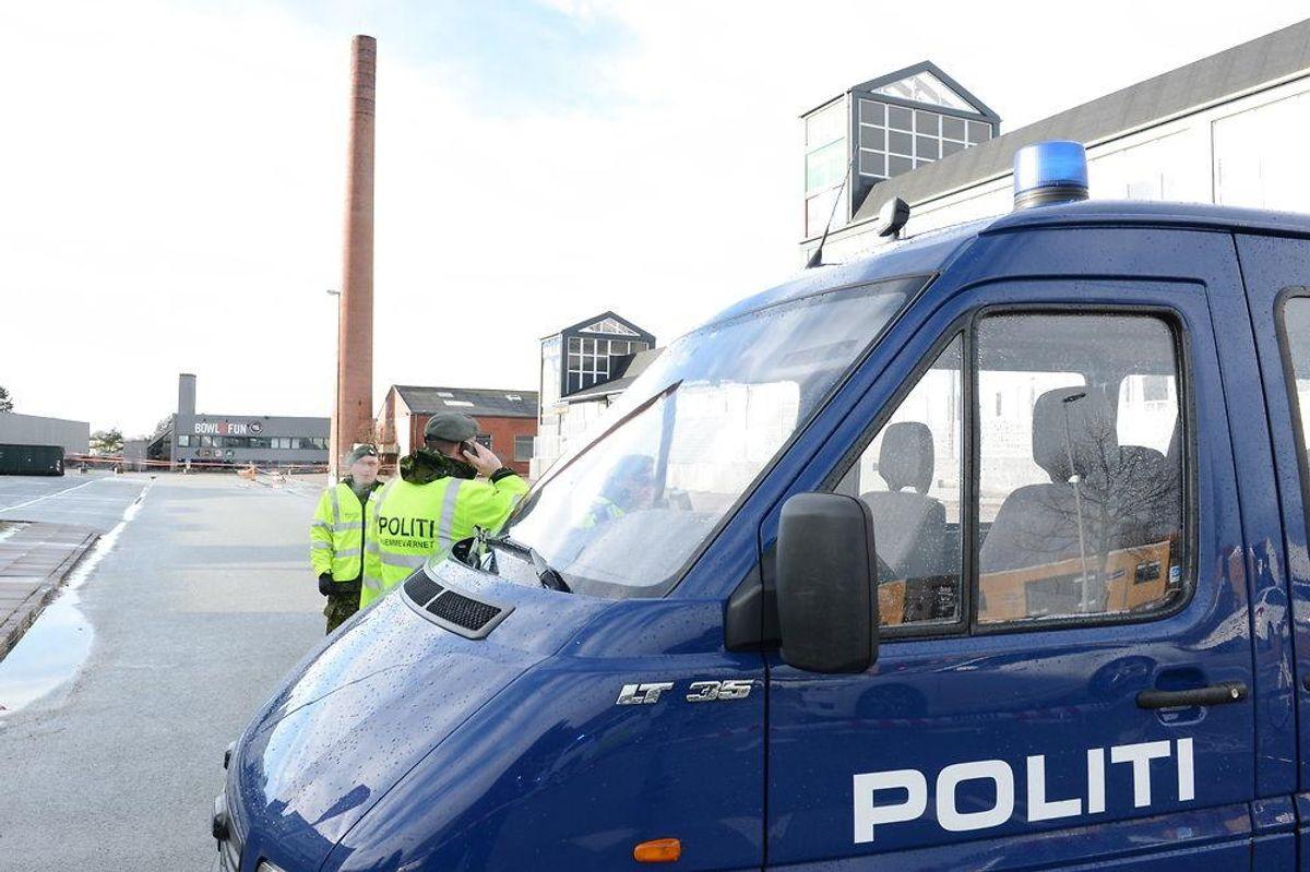 Skorsten nær bowlingcenter i Odense er i fare for at styrte sammen. Foto: Sonny Munk Carlsen/Scanpix.