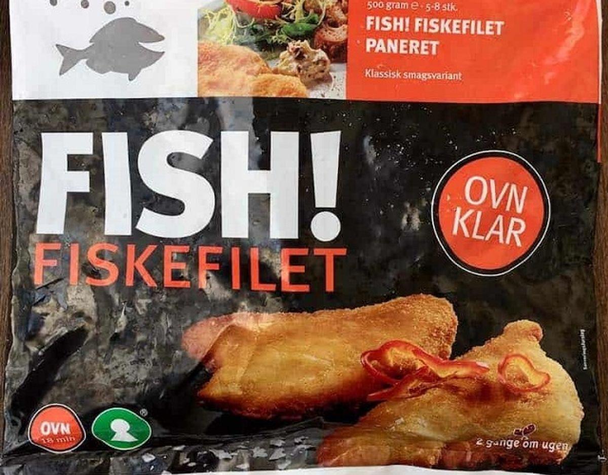 * Fish! Fiskefilet: Fiskefileten fra Fish! har en mellem størrelse, og ser tør ud. Paneringen er ujævn og fisken smager ikke frisk. Fisken er ujævnt fordelt under paneringen. Fisken er desuden usammenhængende og ligner, den er sammensat af fiskestykker. Pris per 100 gram: 6 kroner (30 kroner for 500 gram i Rema 1000). Fisk: Skrubbe (60 %). Foto: Madens Verden.