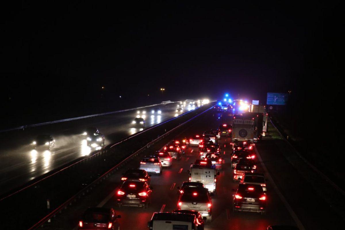 Uheldet giver lang kø. KLIK OG SE BILLEDER FRA UHELDET. Foto: Presse-fotos.dk