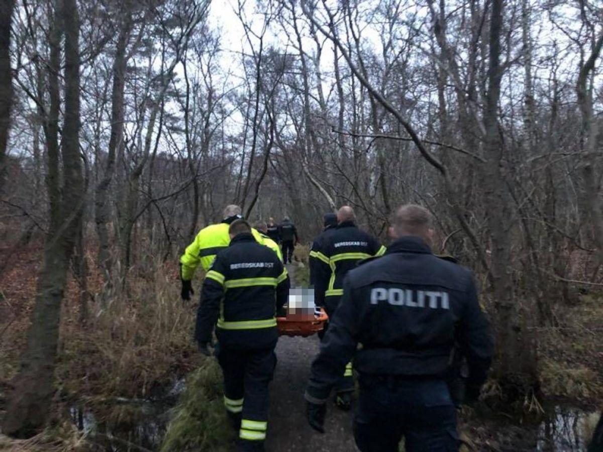 Bjærgning af omkommen fra sumpområde. Foto: Beredskab Øst.