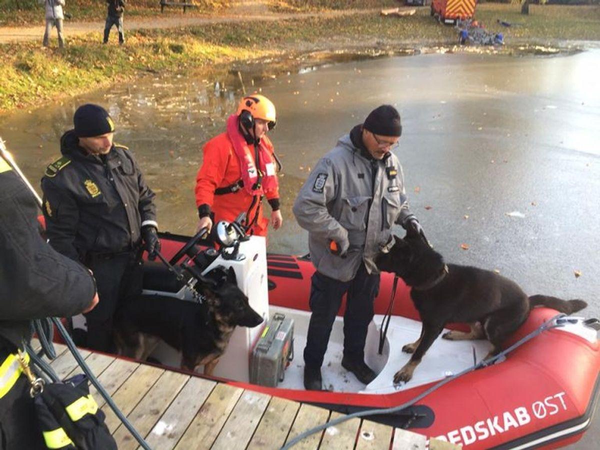 Transport af politipersonel og politihund i redningsbåd. Foto: Beredskab Øst.