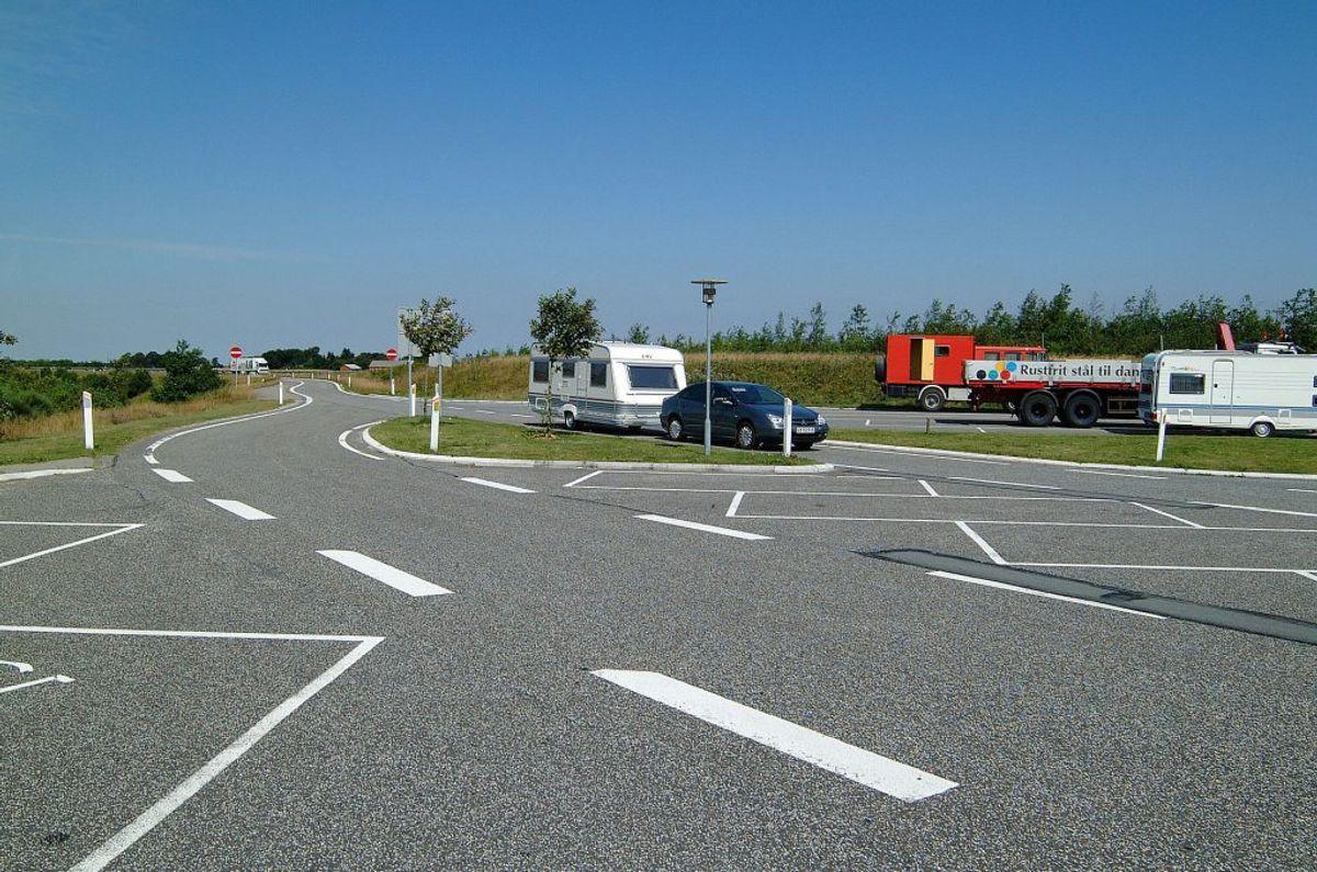På pendlerparkeringspladser ved motorvejstilkørsler. Foto: Steen Drozd Lund/Polnature/Ritzau Scanpix