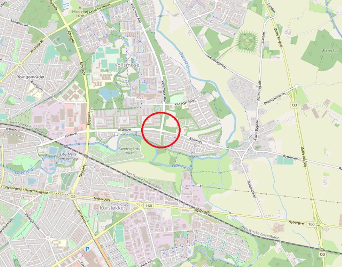 Det er dette kryds, der er afspærret. KLIK for flere spærrede veje. Foto: OpenStreetMap-bidragsydere.