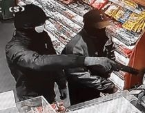 Tankstation røvet af maskerede mænd
