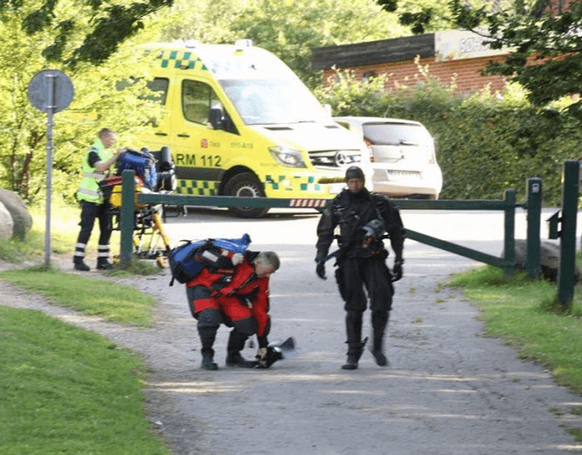 En 24-årig mand er død efter en drukneulykke i Buresø. KLIK for flere billeder. Foto: Presse-fotos.dk.