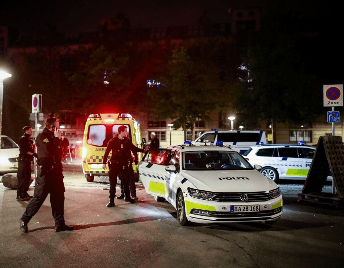 Københavns Politi fandt tirsdag morgen en økse i en parkeret bil ved Kødbyen. Klik videre for flere billeder. Foto: Presse-fotos.dk