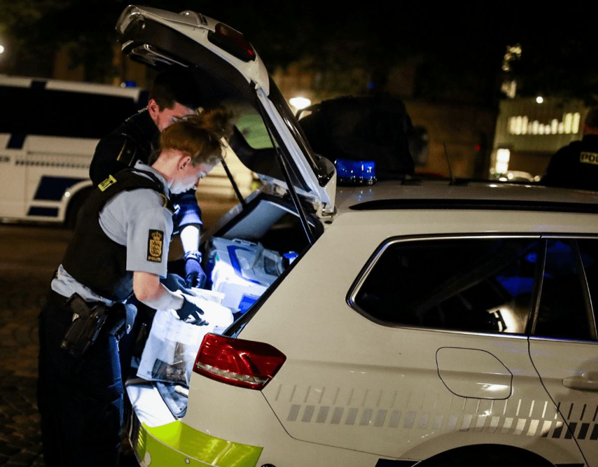 Københavns Politi fandt tirsdag morgen en økse i en parkeret bil ved Kødbyen. Foto: Presse-fotos.dk